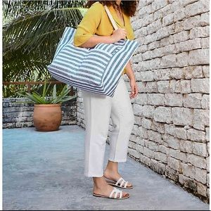 BEACH TOTE WITH PILLOW AND MAT